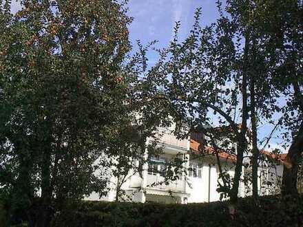 3-Zimmer-Etagenwohnung mit Südbalkon am nördlichen Stadtrand in kleinem Wohnhaus.