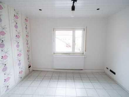 Vollständig renovierte 3-Zimmer-Wohnung mit Einbauküche in Ronneburg