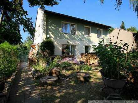 Familienidylle: Haus + riesiges Grundstück, nahe dem Britzer Garten