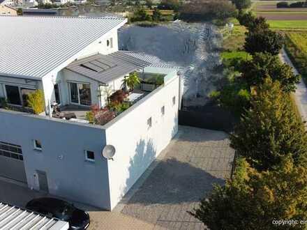 Zwei auf einen Streich! Penthousewohnung & Gewerbeinheit in Rheinstetten