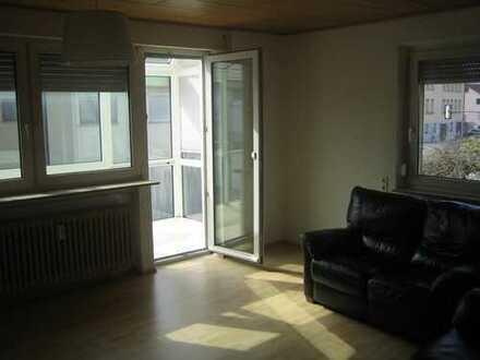 Sonnige, vollständig renovierte 4-Zimmer-Wohnung mit Balkon, Bad und Einbauküche in Schwäbisch Gmünd