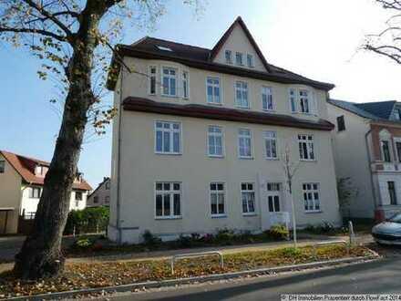 Zentral gelegene 3-Raumwohnung mit Balkon u. Stellplatz, ca. 200 m bis zur Müritz