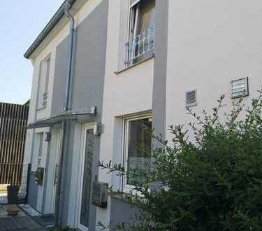 Mannheim: Reihenhaus - 82 m² Wohnfläche - 3 ZKB inkl. kleinem Garten