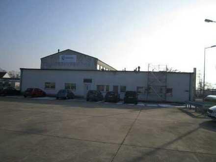 Produktionshalle / Werkstatt mit Büros zu vermieten