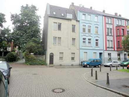 Mehrfamilienhaus mit 6 Wohneinheiten ( Kernsaniert )