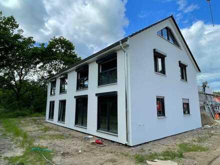 Erstbezug mit EBK: freundliche Doppelhaushälfte mit vier Zimmer in Potsdam Golm