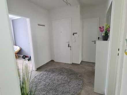 Modernisierte Wohnung mit drei Zimmern sowie Balkon und EBK in Hannover