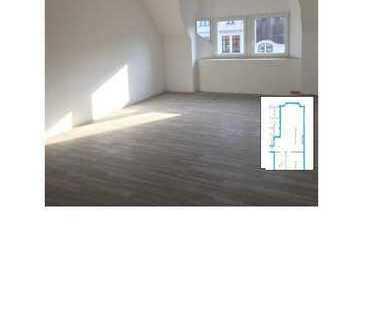 Schöne, geräumige zwei Zimmer Wohnung mit Büroraum