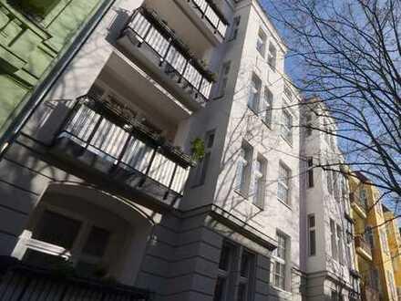 Stuckverzierte Altbauwohnung mit Balkon+guter Anbindung
