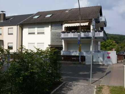 Schöne 4-Zimmer-Erdgeschosswohnung mit Balkon und direktem Gartenzugang in Aschaffenburg
