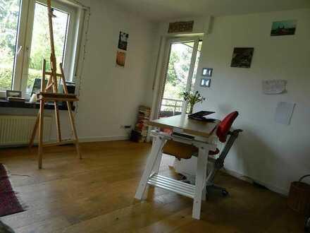 Helles, großes Zimmer mit Balkon und Gartenmitnutzung