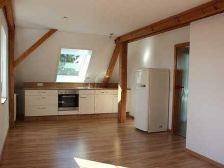 Helle, moderne, 2-Zimmer-Dachgeschosswohnung in Betzenweiler