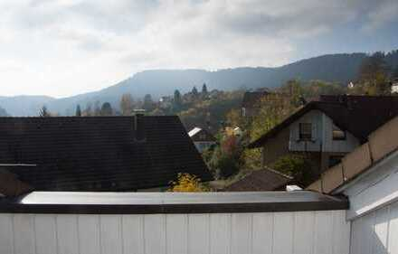 Gepflegte 2-Zimmer-Wohnung im Herzen des Schwarzwalds mit kleiner Dachterrasse und EBK