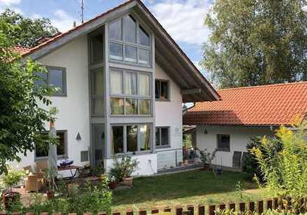 Nähe Murnau/Huglfing - Bezaubernde Doppelhaushälfte mit Einliegerwohnung und Doppelgarage