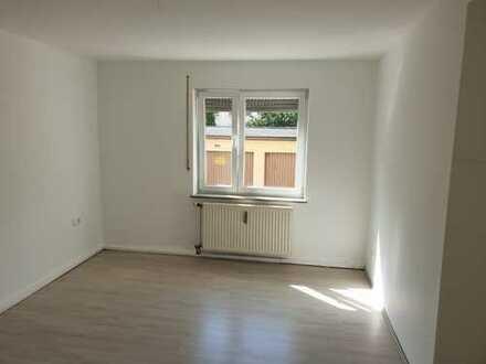 * Neu renovierte drei Zimmer Wohnung in Augsburg, Lechhausen, nähe A8 geeignet für Pendler, mit EBK