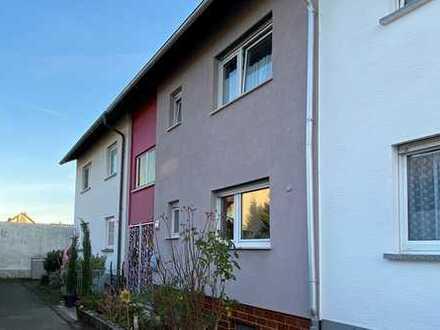 Besichtigung möglich! Schönes Zweifamilienhaus in gefragter Lage von Reilingen, inklusive 2 Garagen!