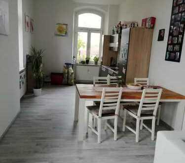 Schöne 2-Zimmer-Wohnung in guter Lage mit hohen Decken