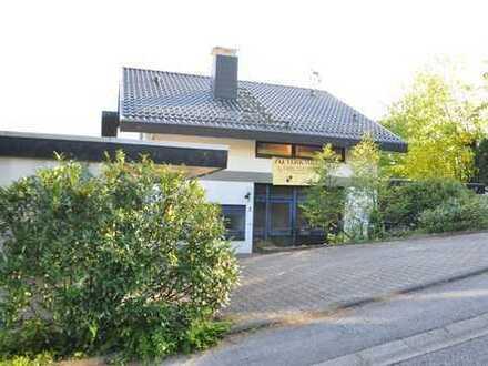 Wohnhaus mit großem Grundstück und Fernblick