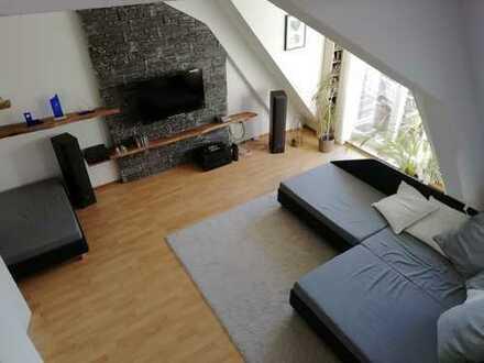 Schöne 2 ZKB Altbau-Maisonette-Wohnung – provisionsfrei