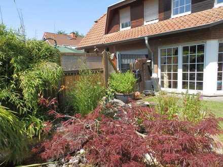 Doppelhaushälfte zur Miete mit Wintergarten und hübschen Garten in gefragter Stadtlage