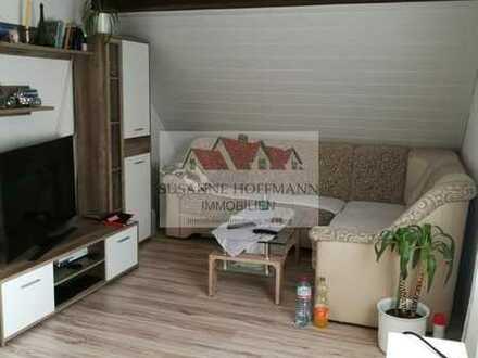 Schnuckelige, kleine Dachgeschosswohnung mit Gartenbereich