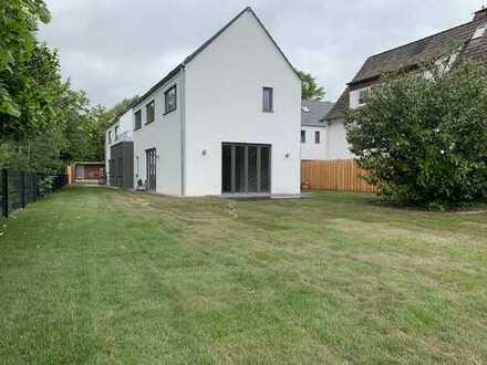 140qm Erstbezug Neubau modern und offenes Wohnen Isernhagen NB mit Garten
