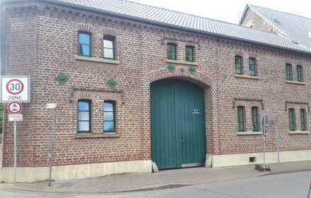 Provisionsfreie 4-Zimmer-Maisonette Wohnung auf umgebauten Vierkanthof in Grevenbroich / Allrath