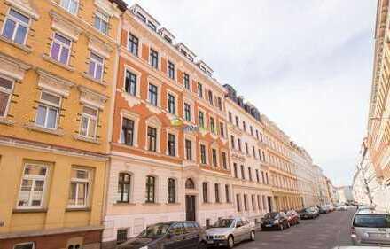 Hübsche 2-Zimmer-Wohnung mit Balkon, Tageslichtbad und Dielenfußboden, Lastenaufzug vorhanden!!