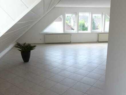 Gepflegte 2-Zimmer-DG-Wohnung mit Einbauküche in Plate / OT Peckatel
