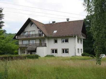Ruhig gelegenes Anwesen in Alleinlage auf sehr großem Grundstück zu verkaufen