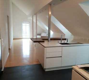 Exklusive 3-Zimmer-DG-Wohnung mit Balkon und Einbauküche in Gilching