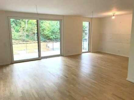Erstbezug 2,5-Zimmer-Wohnung mit Balkon und Tiefgarage