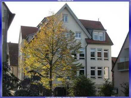 Individuell, geschnittene Dachgeschoss Maisonettewohnung mit EBK, Dachloggia und TG.-Platz