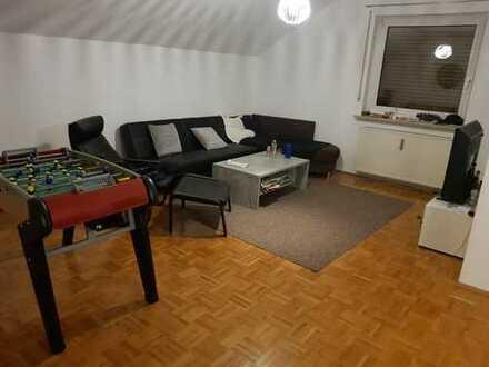 WG-Zimmer in großer, heller und neu renovierter Wohnung