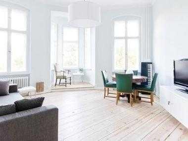 Schöne Altbau Wohnung mit Balkon am Landwehrkanal