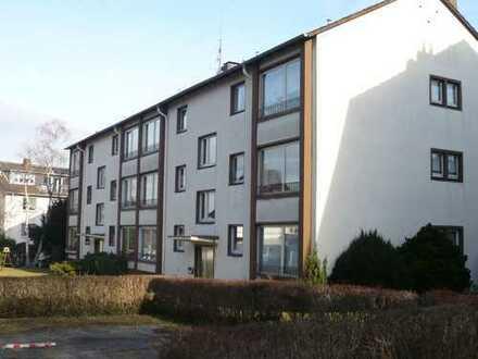 Zentrale Vorortlage im Grünen, 1. OG, vollständig renoviert, verkehrsgünstige, ruhige Wohnlage