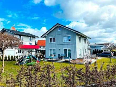 Neuwertiges Holzständerhaus in der Nähe von Memmingen.