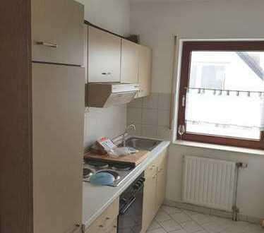 Gepflegte 2-Zimmer-Wohnung mit Balkon und Einbauküche in Osthofen