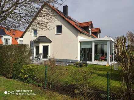 Sehr schöne Doppelhaushälfte, geräumiges Haus mit fünf Zimmern in Augsburg (Kreis), Langweid am Lech