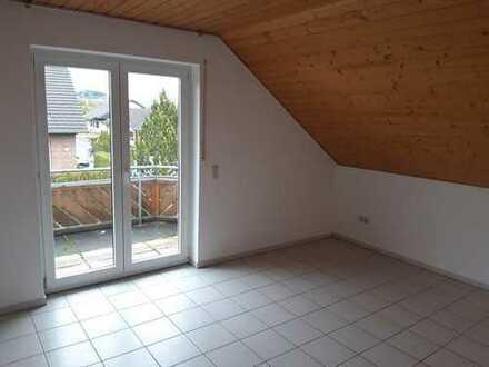 Preiswerte, vollständig renovierte 3-Zimmer-DG-Wohnung mit Balkon und Einbauküche in Rodder