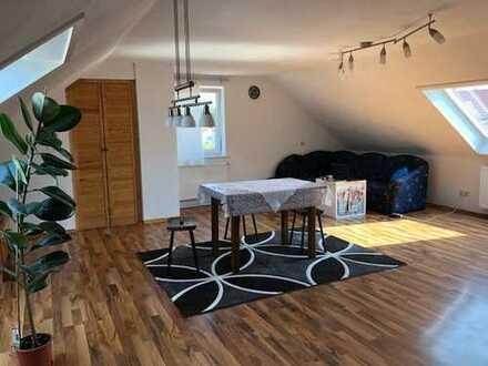 Schöne Dachgeschoss Wohnung, 2 Zimmer