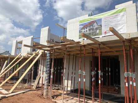 Neubau Maisonettewohnung mit Garten am Südhang mit BLICK IN DEN PFÄLZERWALD!