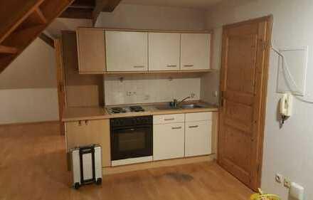 Preiswerte 1-Zimmer-Dachgeschosswohnung mit Einbauküche in Neuburg an der Kammel