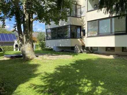 Sehr grosszügig geschnittene 3,5 Zimmerwohnung mit Garage und herrlichem Garten zum Verweilen!