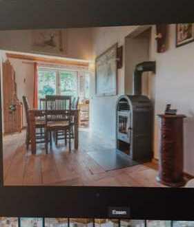 Mitbewohner / -in für 2-er WG in einem Holzhaus mit kleinem Garten gesucht ...