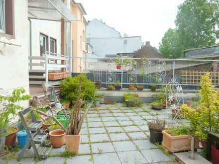 Altbauwohnung mit Balkonterrasse für maximal 4-5 Personen!