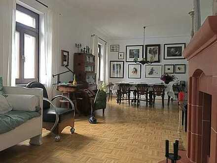 Freundliche 6-Zimmer-Maisonette-Wohnung mit Einbauküche in Frankfurt am Main