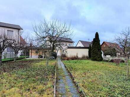 Geräumiges Wohn-/Geschäftshaus mit 3 Stellplätzen, Garagen, Garten + kleinem Bauplatz zu verkaufen!