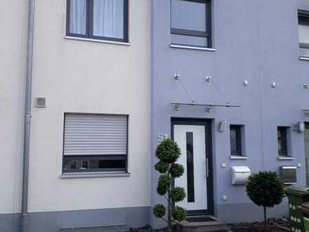 Freundliches und vollständig renoviertes 4-Zimmer-Reihenhaus zur Miete in Maintal-Hochstadt