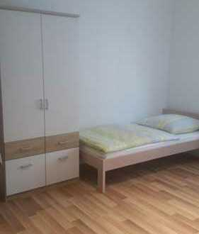 Zimmer für 3 Personen in Stuttgart Stammheim zu vermieten